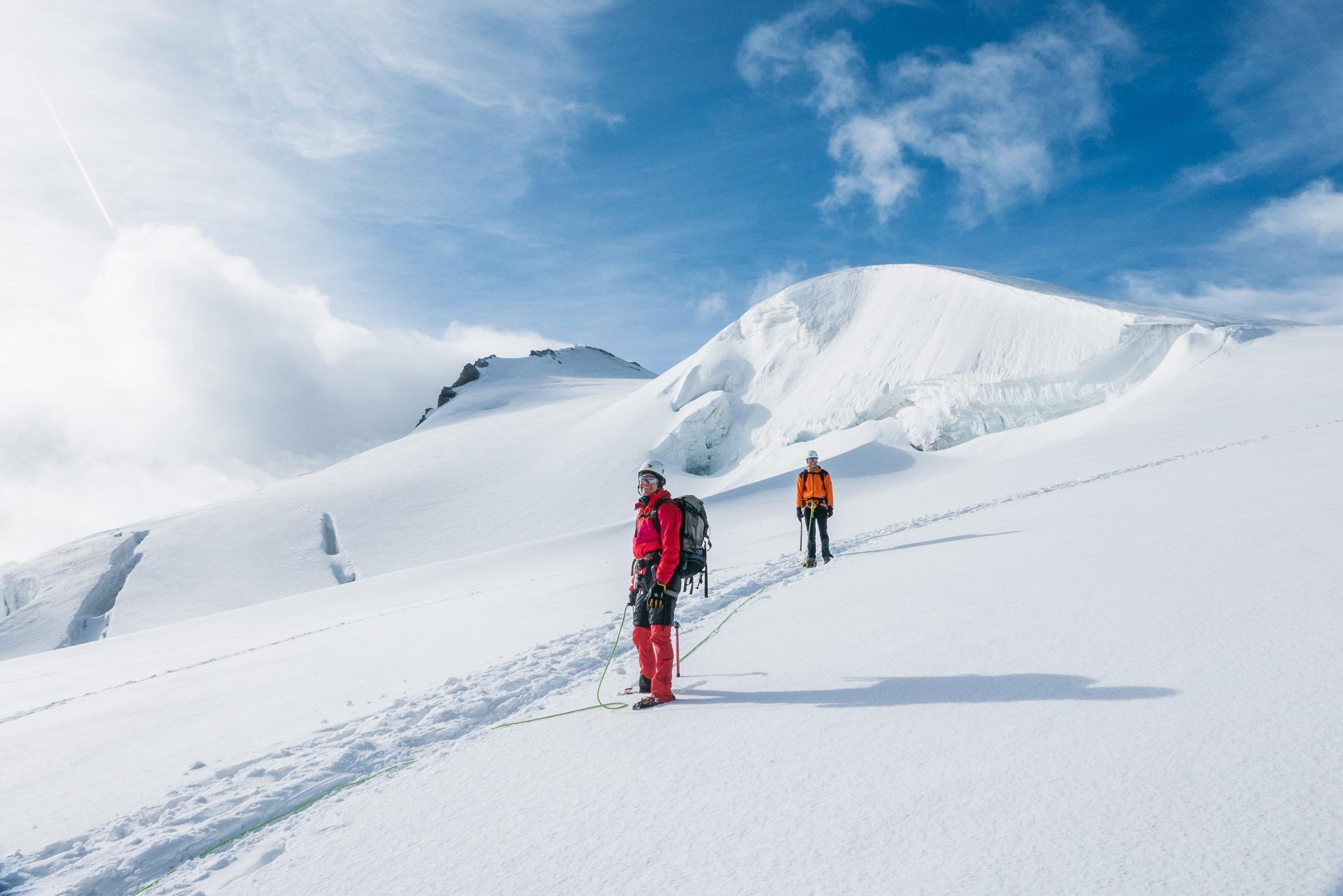 Ortler Hintergrat mit Bergführer